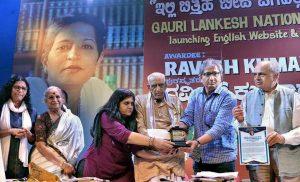 Ravish Kumar receives the Gauri Lankesh National Award for Journalism_50.1