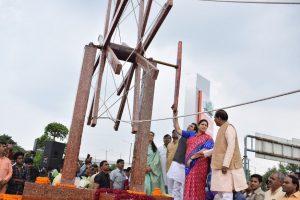 Smriti Irani Inaugurates India's Largest 'Charkha' Made of Waste Plastic in Noida_50.1