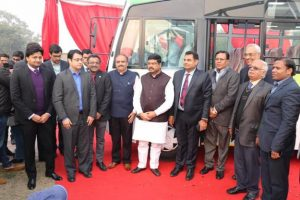 Petroleum Minister unveils India's first long distance CNG bus_50.1