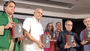 Former President releases Yashwant Sinha's autobiography_50.1