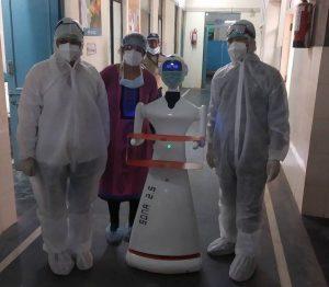 Jaipur's Sawai Man Singh hospital tests serving robot_50.1