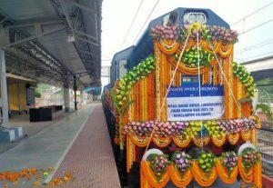 India hands over 10 broad-gauge railway locos to Bangladesh_50.1