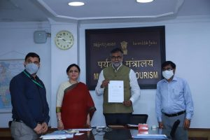 Tourism Ministry partners with TAAI & FICCI's FLO to promote tourism_50.1