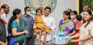 Andhra Pradesh CM launches 'YSR Sampoorna Poshana' scheme_50.1