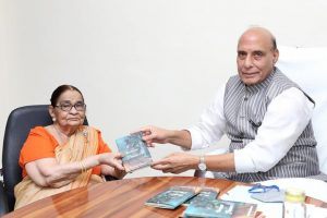 Rajnath Singh launched a book titled 'A bouquet of flowers'_50.1